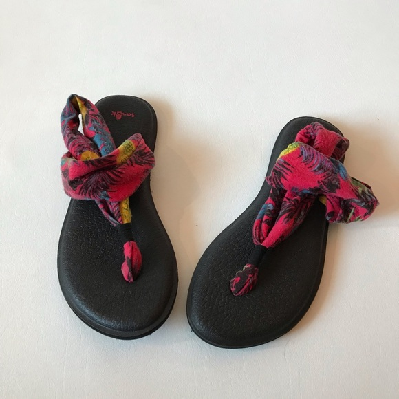 5294d6ded Sanuk Hawaii Print Pineapple Yoga Sandals. M 5cb5f9a1de696acaae9bdc1f